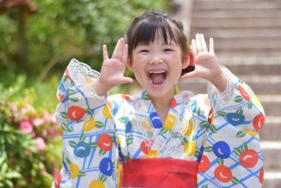 祭り 髪型 子供 笑顔の女の子