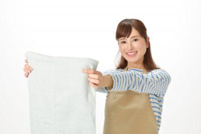 衣替え コツ 春 洗濯する主婦