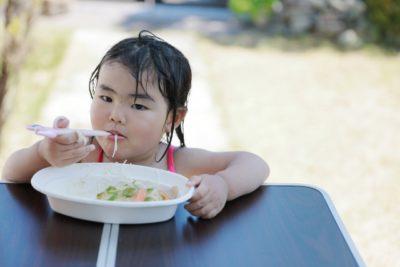 キャンプ 子供 メニュー 食べる