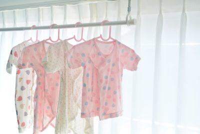 赤ちゃん 衣替え タイミング 服 ハンガー