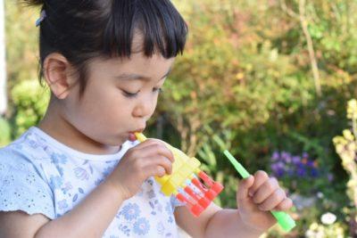 幼稚園 水遊び シャボン玉