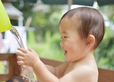 水遊び 1歳児 喜ぶ 子供