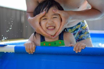 水遊び 0歳児 プール 親子