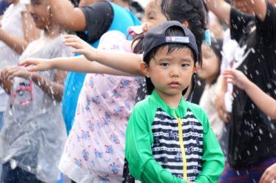 幼稚園 水遊び ラッシュガード
