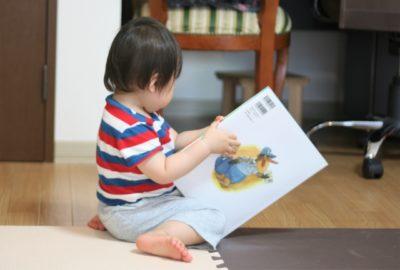 水遊び 絵本 リビング 読む子供
