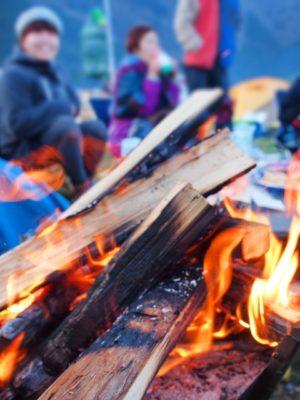 キャンプ 焚き火 団欒