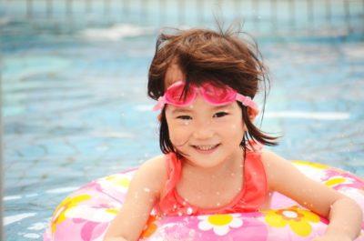 公園 水遊び 幼児プール 女の子