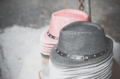 フリーマーケット バザー 違い 帽子