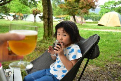 グランピング 川遊び 関東 ビール