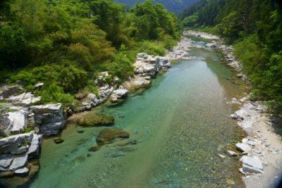 岐阜県 川遊び 飛び込み 川