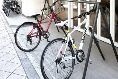自転車 フリーマーケット 東京 赤と白の自転車