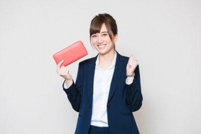 津屋崎 潮干狩り 場所 財布を持つ女性
