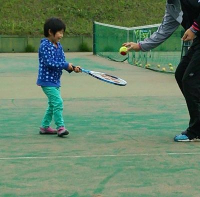 横須賀 テニス スクール 子供 コーチ