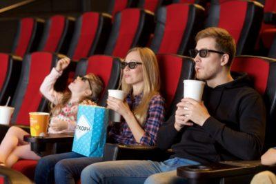 有楽町 プラネタリウム 席 おすすめ 見やすい 映画を見る家族