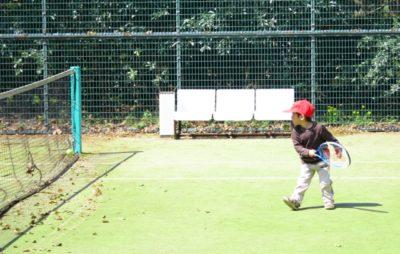 横須賀 テニス スクール 子供 男の子