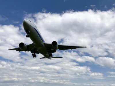 ハワイ 子供 連れ 飛行機 空