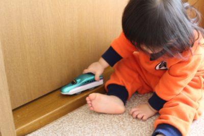 電車 子供 喜ぶ 楽しめる 新幹線で遊ぶ子供