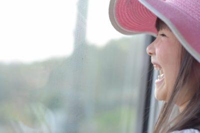 電車 子供 スポット 笑顔