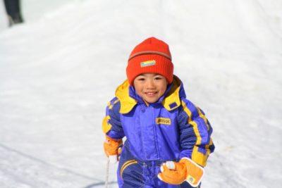 北海道 子供 ソリ 笑顔