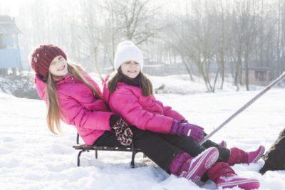 子供 そり 遊び スキー 場 姉妹