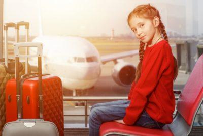 飛行機 子供 2人 だけ 女の子