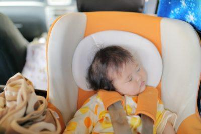 バス 子供 チャイルドシート 寝る