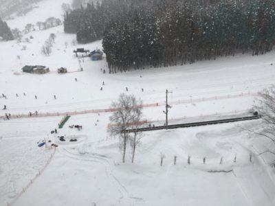 越後湯沢 スキー場 子供 吹雪
