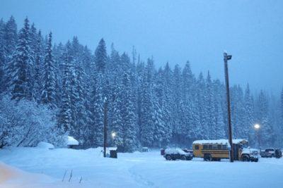 子供 雪 遊び バス ツアー 雪山