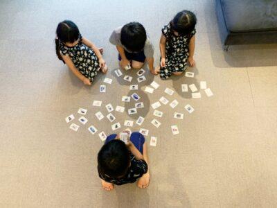 雨の日の過ごし方 ランキング 子供 カードゲーム